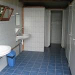 Toiletgebouw op de camping in de Auvergne.